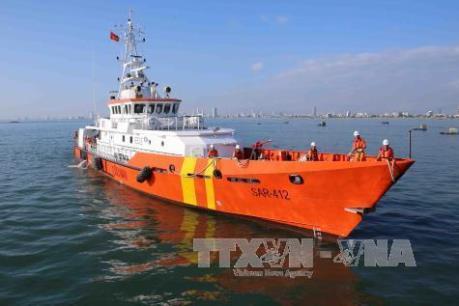 Đà Nẵng: Đưa 20 thuyền viên gặp nạn của tàu Hà Tiên 01 về đất liền an toàn