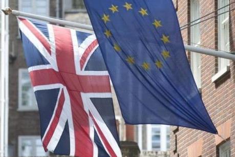 Nước Anh bước vào cuộc trưng cầu dân ý lịch sử, đồng bảng xuống giá