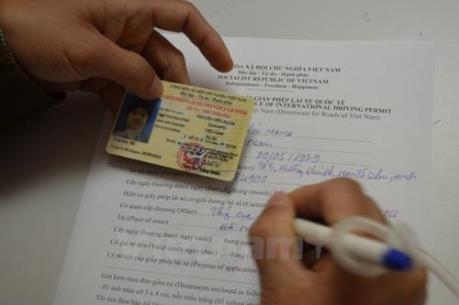 Đẩy mạnh việc cấp đổi giấy phép lái xe vật liệu PET trước 31/12