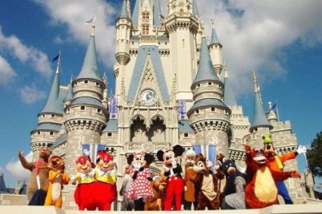 """Disneyland – """"Con gà đẻ trứng vàng"""" của Walt Disney"""