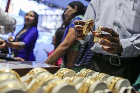 Giá vàng chiều 1/3 tăng giảm không đồng nhất
