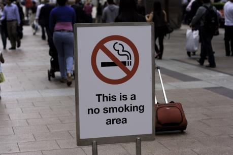 Campuchia cấm hút thuốc lá công cộng và nơi làm việc
