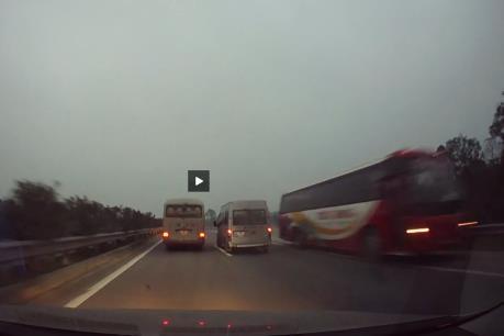 Xử lý nghiêm xe khách đi ngược chiều trên cao tốc Nội Bài – Lào Cai