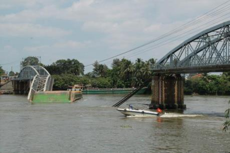 Vụ sập cầu Ghềnh ở Đồng Nai: Đã tìm được 2 người rơi xuống sông