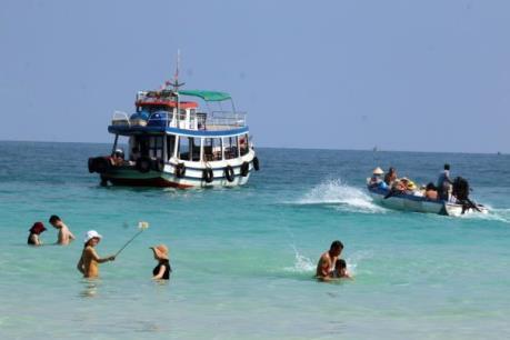 Khách quốc tế đến Việt Nam đạt hơn 4,7 triệu lượt
