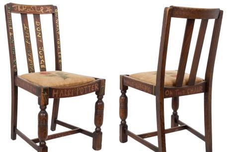 """Đấu giá chiếc ghế J.K Rowling ngồi khi viết """"Harry Potter"""""""