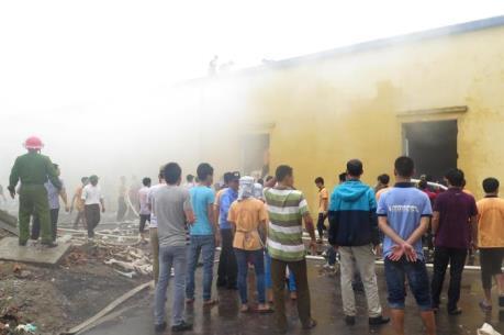 Dập tắt vụ cháy tại công ty sản xuất khăn bông ở Thái Bình