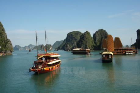 Quảng Ninh: Tiến tới chấm dứt hoạt động lưu trú khách trên vịnh Hạ Long