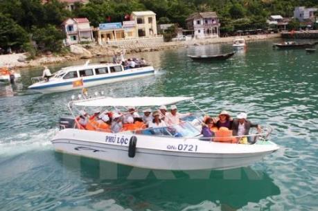 Hơn 1000 du khách mắc kẹt trên Cù Lao Chàm đã về đất liền an toàn