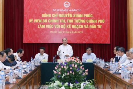 Thủ tướng Nguyễn Xuân Phúc khẳng định quyết tâm đạt tốc độ tăng trưởng 6,7% năm 2016