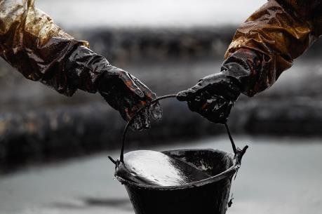 Giá dầu thế giới 21/4 giảm do hoạt động chốt lời