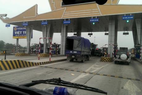 Xử phạt nhà đầu tư cầu Việt Trì vì tự ý đóng trạm thu phí BOT