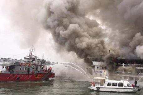 Quảng Ninh: Thấp thỏm lo âu tàu du lịch vỏ gỗ