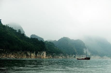 Sơn La: Đắm thuyền trên hồ Sông Đà, 3 người chết và mất tích