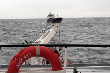Đưa 3 thuyền viên tàu hàng gặp nạn trên biển vào bờ an toàn