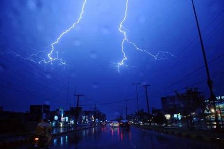 Dự báo thời tiết đêm 27/5: Vùng núi phía Bắc có mưa dông, đề phòng gió giật