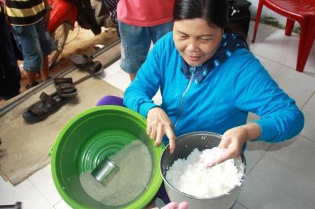 Quảng Ngãi phát hiện gạo nghi trộn nhựa