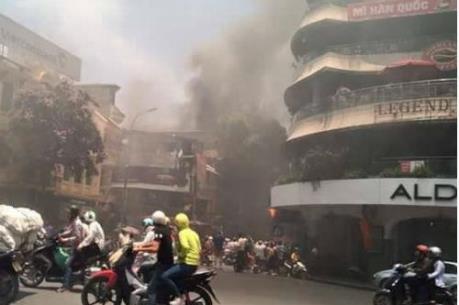 Hà Nội: Cháy lớn tại phố Cầu Gỗ, người dân hoảng loạn