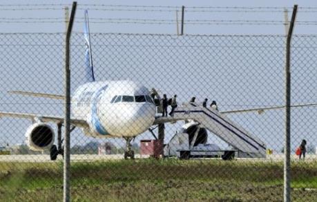 Máy bay Ai Cập mất tích: Có cảnh báo khói trên MS804 trước khi mất liên lạc
