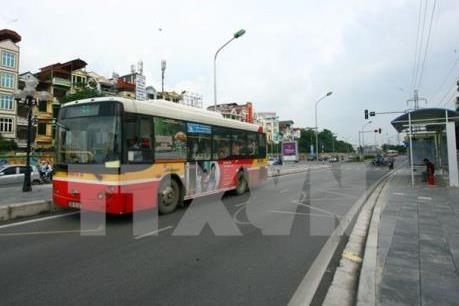 Xe buýt Hà Nội loay hoay giữa rừng phương tiện