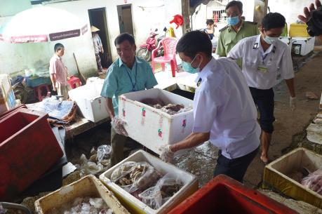 Phát hiện hơn 600 kg thực phẩm bẩn trong khu chợ lớn nhất tỉnh Bình Phước