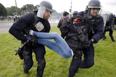 Kinh tế Pháp thêm khó khăn vì các cuộc đình công