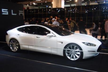 Hãng xe Tesla bị điều tra liên quan đến sự cố hệ thống tự lái