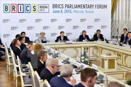 Ngân hàng khối BRICS phát hành trái phiếu xanh bằng đồng NDT