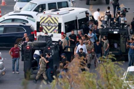 Vụ đảo chính tại Thổ Nhĩ Kỳ: 8.000 cảnh sát bị sa thải