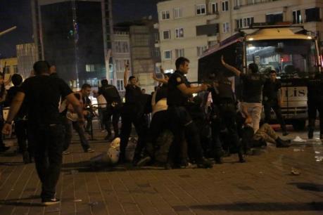 Vụ đảo chính ở Thổ Nhĩ Kỳ: Số người thương vong tiếp tục tăng