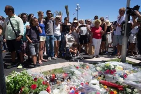 """Kinh tế Pháp """"hứng gió lạnh"""" từ thảm kịch ở Nice"""