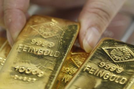 """Giá vàng thế giới ngày 1/8 gần mức """"đỉnh"""" của ba tuần"""