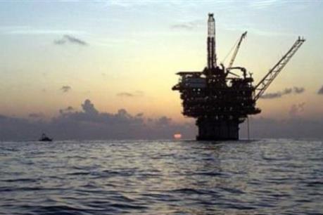 Giá dầu ngọt nhẹ hạ xuống mức thấp nhất hơn 1 tháng qua