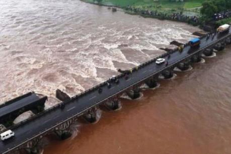 Sập cầu tại Ấn Độ: Hàng chục người mất tích