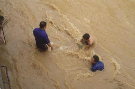 Gần 700 triệu đồng cứu trợ người dân tỉnh Lào Cai bị lũ quét