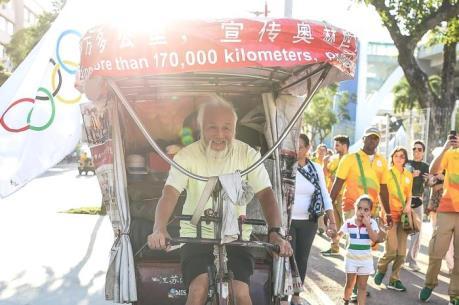 Cận cảnh cụ ông 60 tuổi đạp xe qua 26 quốc gia để xem Olympic