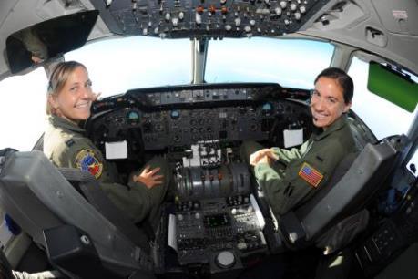 Mỹ thiếu trầm trọng phi công lái máy bay chiến đấu