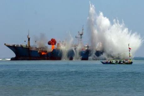 Indonesia đánh chìm nhiều tàu cá nước ngoài đánh bắt trái phép