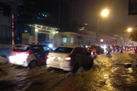 """Ảnh hưởng bão số 3: """"Tê liệt"""" hệ thống taxi"""