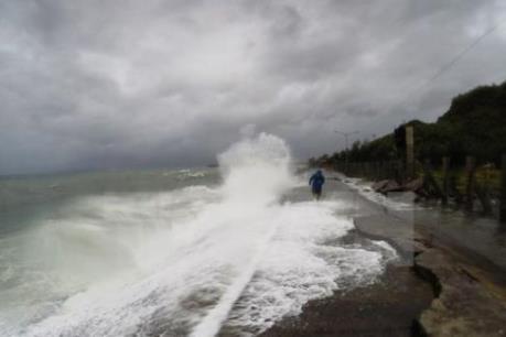 Dự báo đêm nay ap thấp nhiệt đới tới bờ biển Trung Trung Bộ