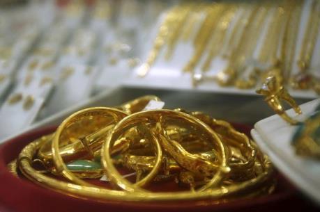 Giá vàng châu Á ngày 26/8 giao dịch quanh ngưỡng thấp nhất của bốn tuần