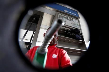 Giá dầu tăng sau khi Nga và Saudi Arabia cam kết hợp tác