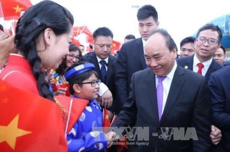 Thủ tướng Nguyễn Xuân Phúc dự khai trương gian hàng doanh nghiệp Việt Nam tại CAEXPO 2016