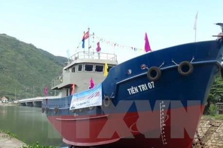 Bàn giao thêm 7 tàu vỏ thép cho ngư dân Bình Định