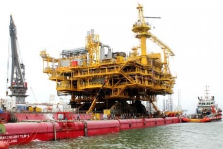 Vietsovpetro hạ thủy khối thượng tầng giàn BK Thiên Ưng hơn 5.000 tấn