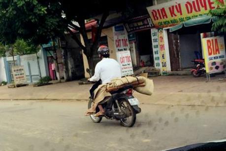 Vụ đưa thi thể về bằng xe máy: Phê bình Bệnh viện Lao và Bệnh phổi tỉnh Sơn La