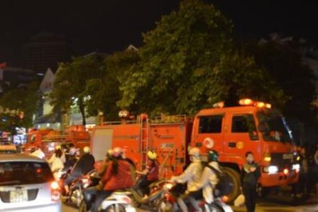 Cơ bản dập tắt vụ hỏa hoạn tại quán Royal Karaoke ở số 83 phố Nguyễn Khang