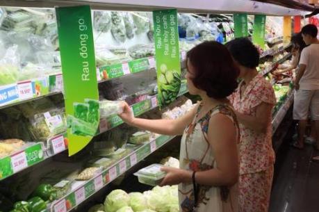 Hà Nội: Mưa lớn kéo dài làm rau xanh tăng giá