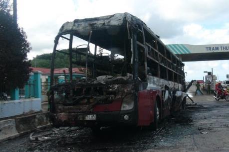 Phú Yên: Cháy xe khách, 23 người may mắn người thoát chết