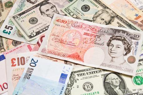 Đồng bảng Anh rơi xuống mức đáy trong ba năm